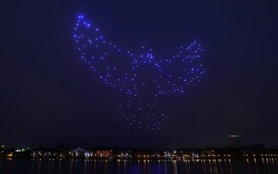 Disney a Intel uspořádají na obloze během svátků velkou světelnou show. 300 dronů bude svítit a létat ve formaci