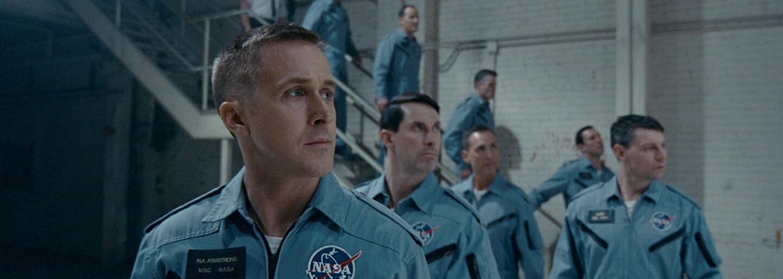 Divákom vadí, že v dráme First Man nevideli americkú vlajku na Mesiaci. Ako to vysvetlil režisér?