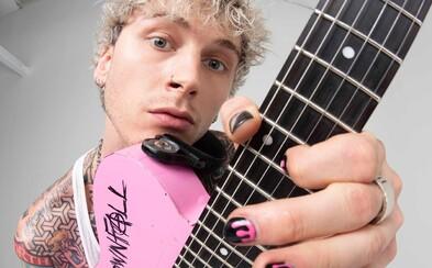 Divoký gangster, který beefuje s Eminemem nebo střízlík s růžovou kytarou? Zjisti, kým je Machine Gun Kelly