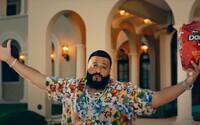 DJ Khaled je ústrednou postavou každého vlastného klipu, aj keď má po boku najväčšie hviezdy