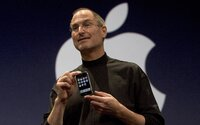 Dnes je to 12 let od doby, kdy Steve Jobs představil první iPhone. Změnil svět komunikace, zábavy, nakupování i krásy
