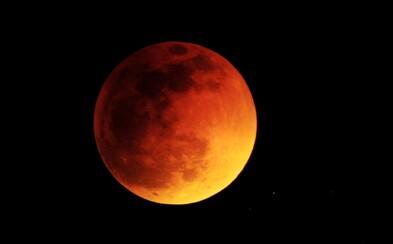 Dnes nás čeká zatmění Měsíce, který se zbarví do krvavě rudých odstínů