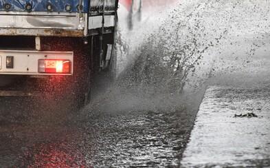 Dnes nás čakajú búrky na celom území Slovenska, SHMÚ už vydalo aj výstrahy. Na východe budú padať aj krúpy