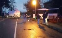 Dnes ráno sa v Žiline stala vážna dopravná nehoda. Vyžiadala si 9 zranených