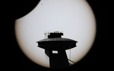 Dnes sme mali možnosť pozorovať čiastočné zatmenie Slnka. Vychutnali ste si ho aj vy?