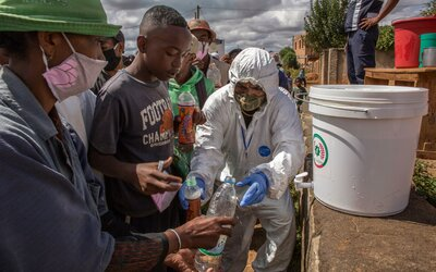 Do Afriky sa vraj koronavírus blíži plnou rýchlosťou, Juhoafrická republika má kapacitu až 1,5 milióna hrobov