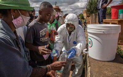 Do Afriky se prý koronavirus blíží plnou rychlostí. Provincie v JAR upozorňuje, že má kapacitu až 1,5 milionu hrobů