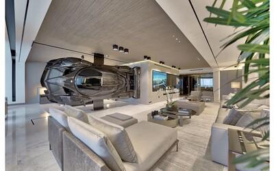 Do apartmánu v Miami si nainstaloval repliku Pagani Zonda místo stěny. Auto museli dostat dovnitř přes balkon