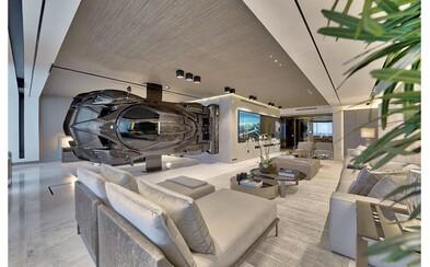 Do apartmánu v Miami si nainštaloval repliku Pagani Zonda namiesto steny. Auto museli vopchať dnu cez balkón