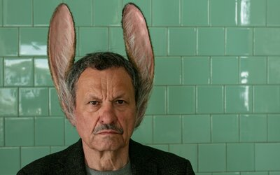 Do kín prichádza film Muž so zajačími ušami. Tu je 8 dôvodov, prečo ho musíš vidieť