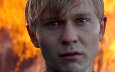 Do kín prichádza mrazivý a vizuálne podmanivý thriller o pyromanovi (Recenzia)