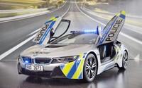 Do řad české policie se začlenilo jedno z nejrychlejších policejních aut, unikátní plug-in hybridní sporťák