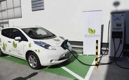 Do roku 2035 by měl skončit prodej aut na benzín a naftu, navrhla Evropská komise