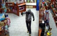 Do trafiky v Šali nabehol ozbrojený muž v maske a snažil sa ju vylúpiť. Nečakal však odvážnu reakciu predavačky