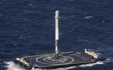 Do tretice všetko dobré. SpaceX opäť zopakovalo úspešné pristátie nosnej rakety Falcon 9 na oceáne