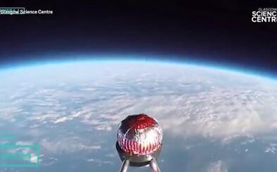 Do vesmíru bol poslaný čokoládový koláč. Malá sladkosť v ňom bude plniť dôležitú úlohu