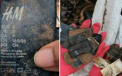 Dobrovolníci našli štítky z oblečení H&M v přírodní rezervaci. Firma tvrdí, že netuší, jak se tam mohly dostat