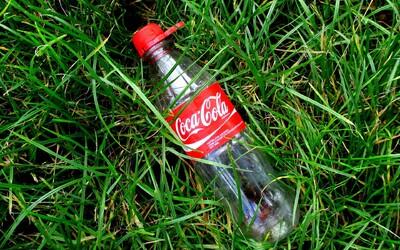 Dobrovoľníci vyzbierali 500-tisíc kusov plastového odpadu. Väčšinu z neho tvorili fľaše od Coca-Coly