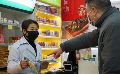 Dochází roušky: Češi se bojí a kvůli koronaviru je masivně vykupují. Ty klasické je však před nemocí neochrání