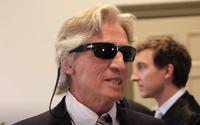 Dôchodca vykrádal banky, dostal za to 12 rokov. Na súde čítal v slnečných okuliaroch záverečnú reč, ktorá trvala až 5 dní