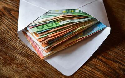 Dôchodkyňa dala neznámemu mužovi 6 000 eur, peniaze už neuvidela. Len v jednom kraji podvodníci ľudí okradli o 123 000 eur