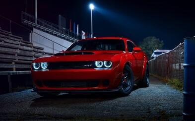 Dodge postavil silniční dragster, kterým šokuje svět. Demon dá stovku za 2,3 sekundy, staví se na zadní a je rekordmanem na čtvrt míle