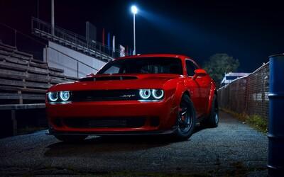 Dodge postavil cestný dragster, ktorým šokuje svet. Demon dá stovku za 2,3 sekundy, stavia sa na zadné a je rekordérom na štvrť míle