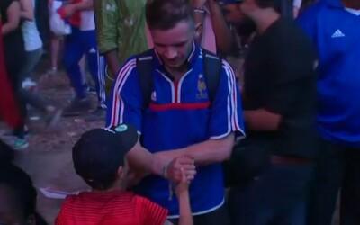 Dojemný moment včerajšieho finále: Malý Portugalec utešoval uplakaného francúzskeho fanúšika