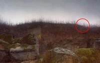 Dokážeš na fotografiích odhalit odstřelovače mířícího přímo na tebe?