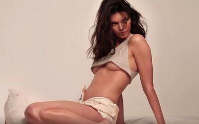 Dokonalost sama. To je téměř nahá Kendall Jenner ve žhavém videu z focení pro GQ