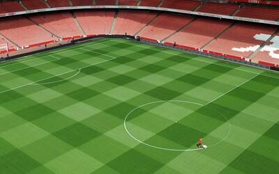 Dokonalý trávnik na Emirates Stadium polahodí oku každého fanúšika futbalu, ale aj bežným ľuďom