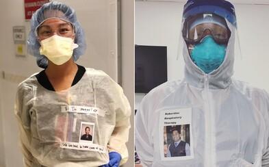 Doktoři si na hruď lepí vlastní fotky, na kterých se smějí. Chtějí tak pomoci pacientům s koronavirem