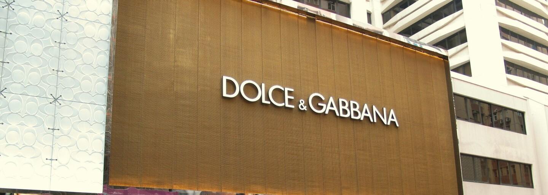 Dolce & Gabbana označili v Číne za rasistov, módnu prehliadku museli odložiť