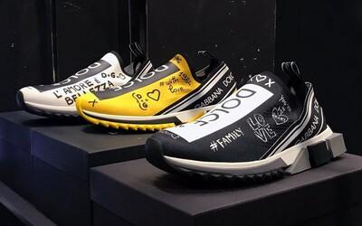 Dolce & Gabbana ponúka tenisky, ktoré sa až nápadne podobajú populárnym kúskom zo spolupráce adidas a Pharrella Williamsa