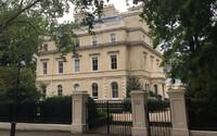 Dom za 116 miliónov eur. Londýnska miliardárska štvrť otvára brány novým obyvateľom a poteší sa aj kráľovná