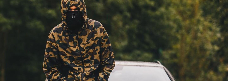 Domácí rapové hvězdy a módní influencerky vytáhly ze šatníků kousky od A Bathing Ape, ACRONYM či Dior. Stojí za pozornost?