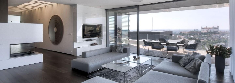 Dominanty nášho hlavného mesta ako na dlani si môžu vychutnávať majitelia priestranného sídla plného dizajnovej moderny