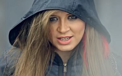 Dominika Mirgová neoddychuje ani na materskej, popová diva posiela inšpiratívnu skladbu Tu sme boli