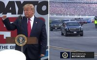 Donald Trump kampaňoval medzi svojimi. Na pretekoch NASCAR nechýbal prelet Air Force One ani obrnená limuzína na ovále