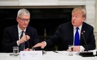 """Donald Trump nazval šéfa Apple """"Tim Apple"""". Akoby zabudol, že sa v skutočnosti volá Tim Cook"""