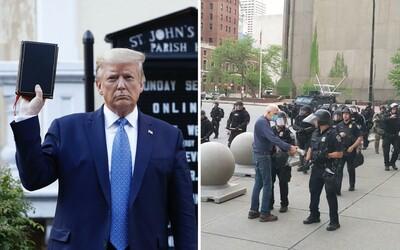Donald Trump zveřejnil svůj zřejmě zatím nejhorší status. 75letého důchodce zraněného policií označil za provokatéra z Antify