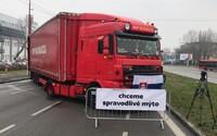 Doprava na Slovensku bude v piatok kolabovať. Autodopravcovia blokujú celú krajinu, ktorou bude prechádzať megabager z Prešova