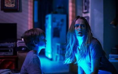 Dorazili ďalšie dôkazy o tom, že strašidelný horor Lights Out vám spôsobí množstvo zimomriavok