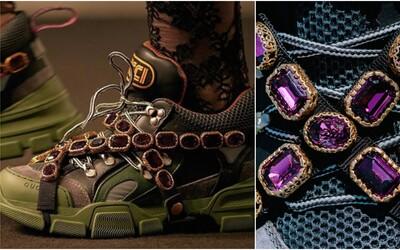 Drahokamy obložené chunky sneakers od Gucci stojí 31 000 Kč. Italský gigant představuje vrchol nové kolekce