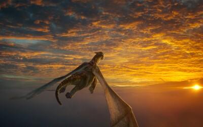 Drak Elliot lieta a roztápa srdcia v prvých scénach z Disneyovky Pete's Dragon