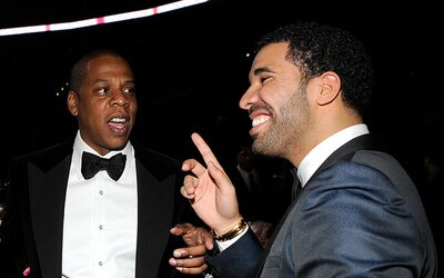 Drake dostal na jednu skladbu Kanyeho a Jay Z-ho. Vypočuj si dvojicu piesní, ktoré nasvedčujú, že Drizzyho sezóna naberá rozmery