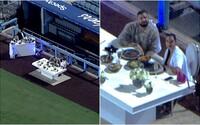Drake vzal modelku na romantickou večeři na prázdný baseballový stadion. Po celou dobu je obsluhoval soukromý číšník
