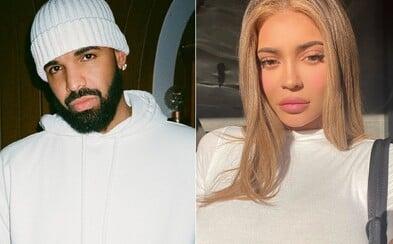 """Drake zachraňuje situaci poté, co se na veřejnost dostala skladba, ve které nazývá Kylie Jenner svou """"bokovkou"""""""