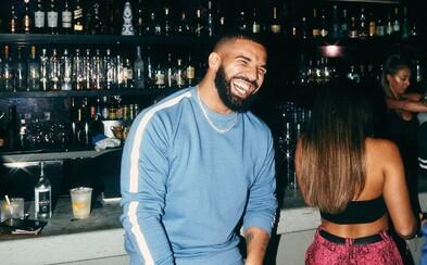 Drake zesměšnil The Beatles novým tetováním