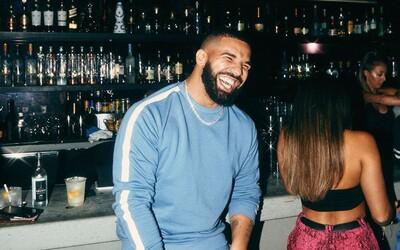 Drake zosmiešnil The Beatles novým tetovaním